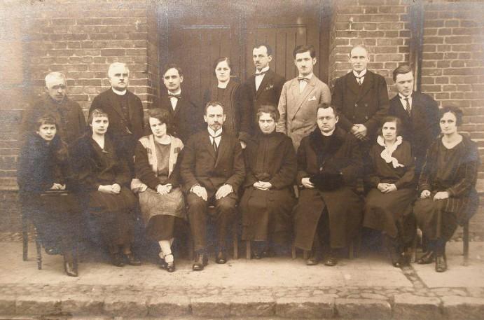 Grono Pedagogiczne Szk. Powsz. im. M. Konopnickiej - 1925 rok