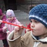 Zabawy na szkolnym boisku (3)