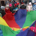 Zabawy na szkolnym boisku (5)