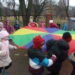 Zabawy na szkolnym boisku (6)