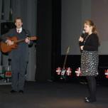 Antonina Szymanowska kl Vb i Artur Hoffmann (gitara)  - 1 miejsce w konkursie szkolnym prezentacja utworu GDZIE SĄ KWIATY podczas VI PPPP