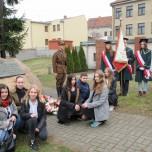Uczniowie SP2- grupa WSPAK podczas Dnia Pamięci Żołnierzy Wyklętych